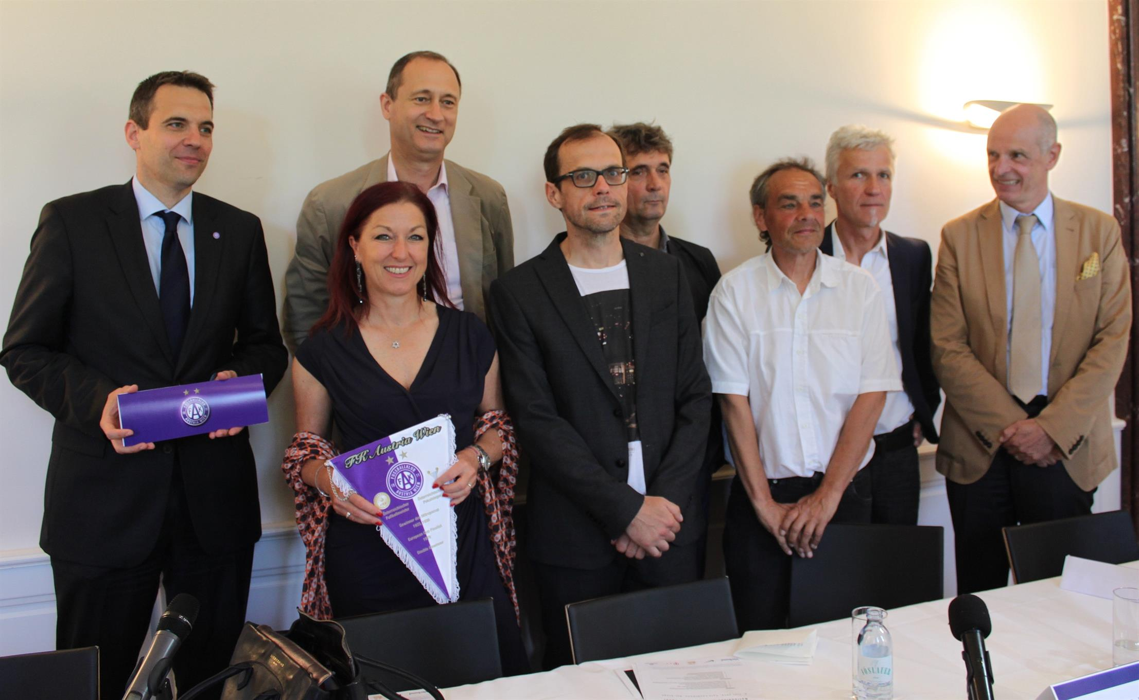 From left to right: Markus Kraetschmer, Hannah Lessing, Andreas Mailath-Pokorny, Kurt Schulz, Johann Skocek. Press conference for the scientific project Austria Wien Football Club between 1938 and 1945, 6 June 2016, Café Landtmann.